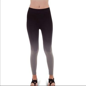 NEW LISTING ombré ankle leggings tights